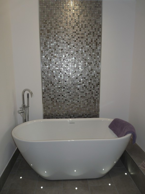 Freestanding contemporary bath and feature floor lighting