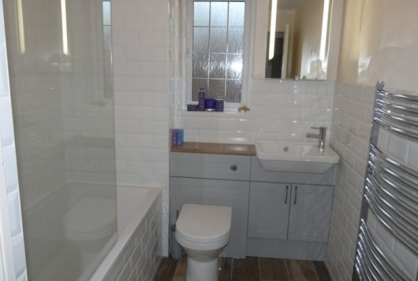 Atlanta-Shaker-Pearl-Grey-fitted-bathroom-furniture