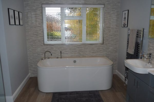 Acrylic-double-ended-feature-bath