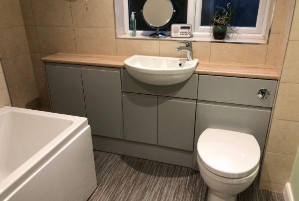 Atlanta-handleless-pearl-grey-fitted-bathroom-funriture
