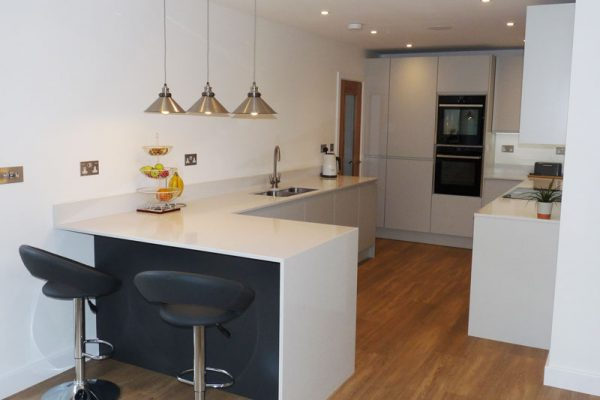 Quartz worktop and breakfast bar fleet